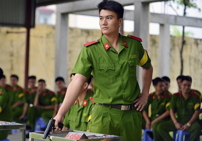 thi-sinh-keo-nhau-vao-cac-truong-cong-an-quan-doi